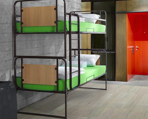 Metalni krevet na kat